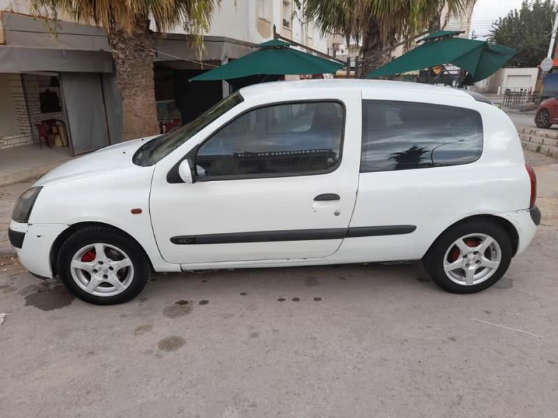 Renault Clio deux portes