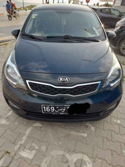 je met a vendre ma belle voiture kia rio sedan model 2014